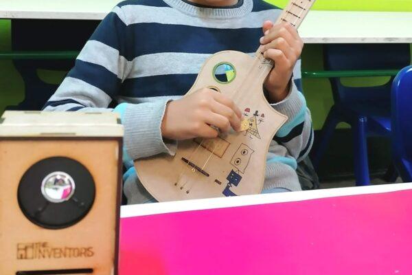 Atelier Digital Constrói a tua Guitarra Elétrica